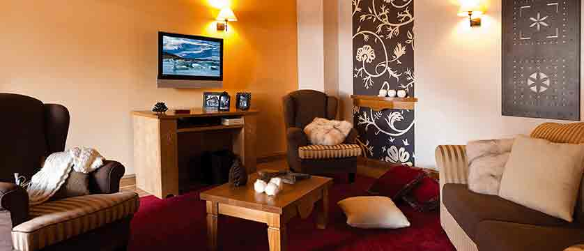 Le Savoie - lounge area - bedroom